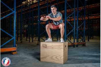 Homme en mouvement de jump sur Plyo Box 3 en 1 - LEVEL addict