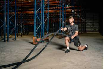Homme en exercice de LEVEL rope - LEVEL addict